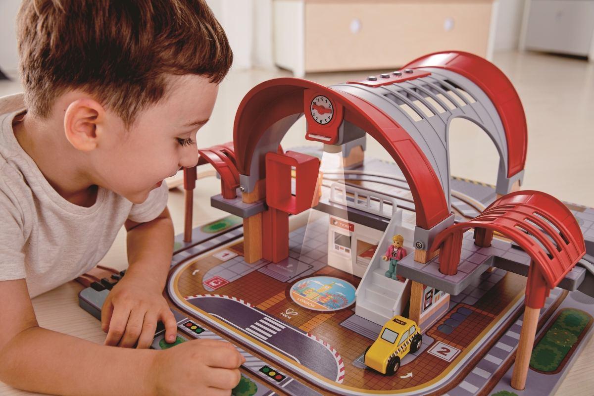 kinder eisenbahn bahnhof 45 teilig holz spielzeug peitz. Black Bedroom Furniture Sets. Home Design Ideas